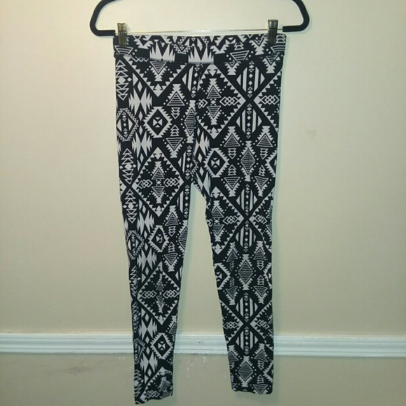 PINK Victoria's Secret Pants - Pink Victoria's Secret black grey Aztec leggings